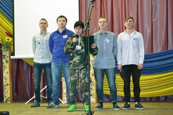 Чоловіча команда КВК Чернігівського професійного ліцею деревообробної промисловості